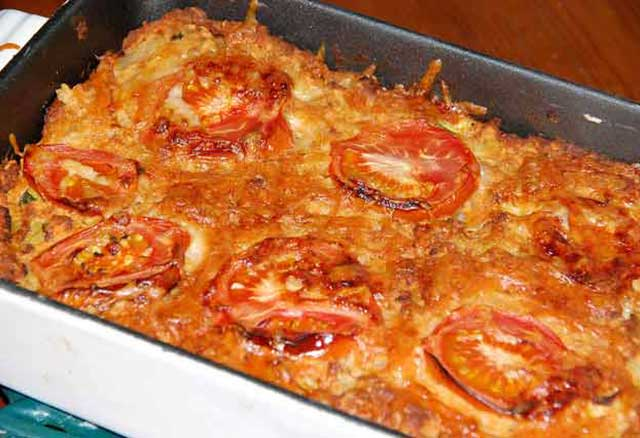 lentil-bake-with tomatoes-in-serving-dish