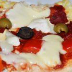 cheese tomato pizza with cauliflower base