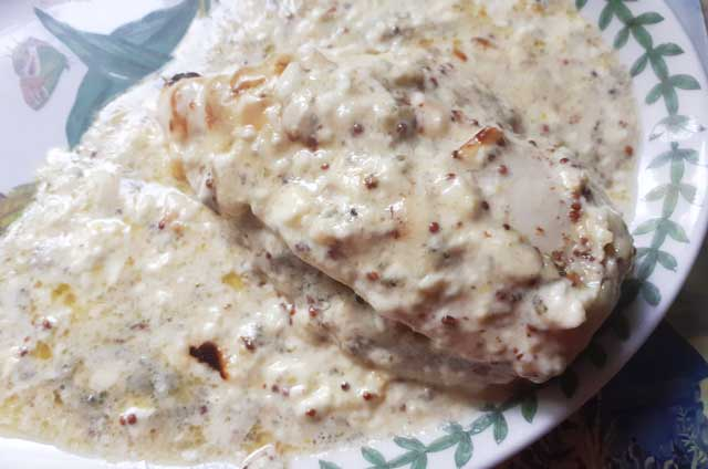 Chicken breast stuffed with blue cheese and covered in cream and mustard