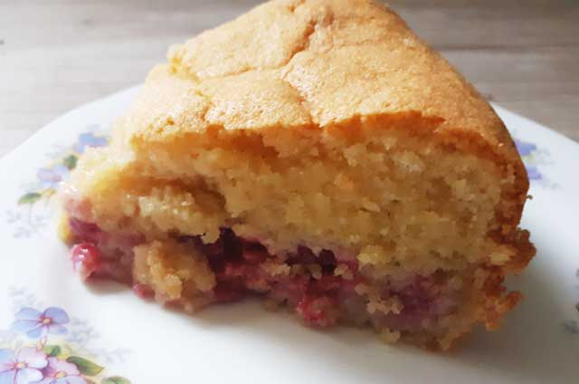 almond cake with raspberry filling