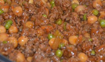 mince beef with peas and carrot pieces
