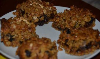 flapjack-squares-on-a-plate
